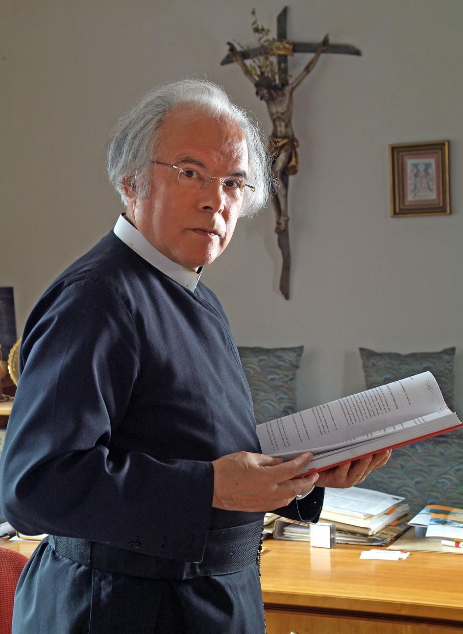 P. Andreas Resch im Büro