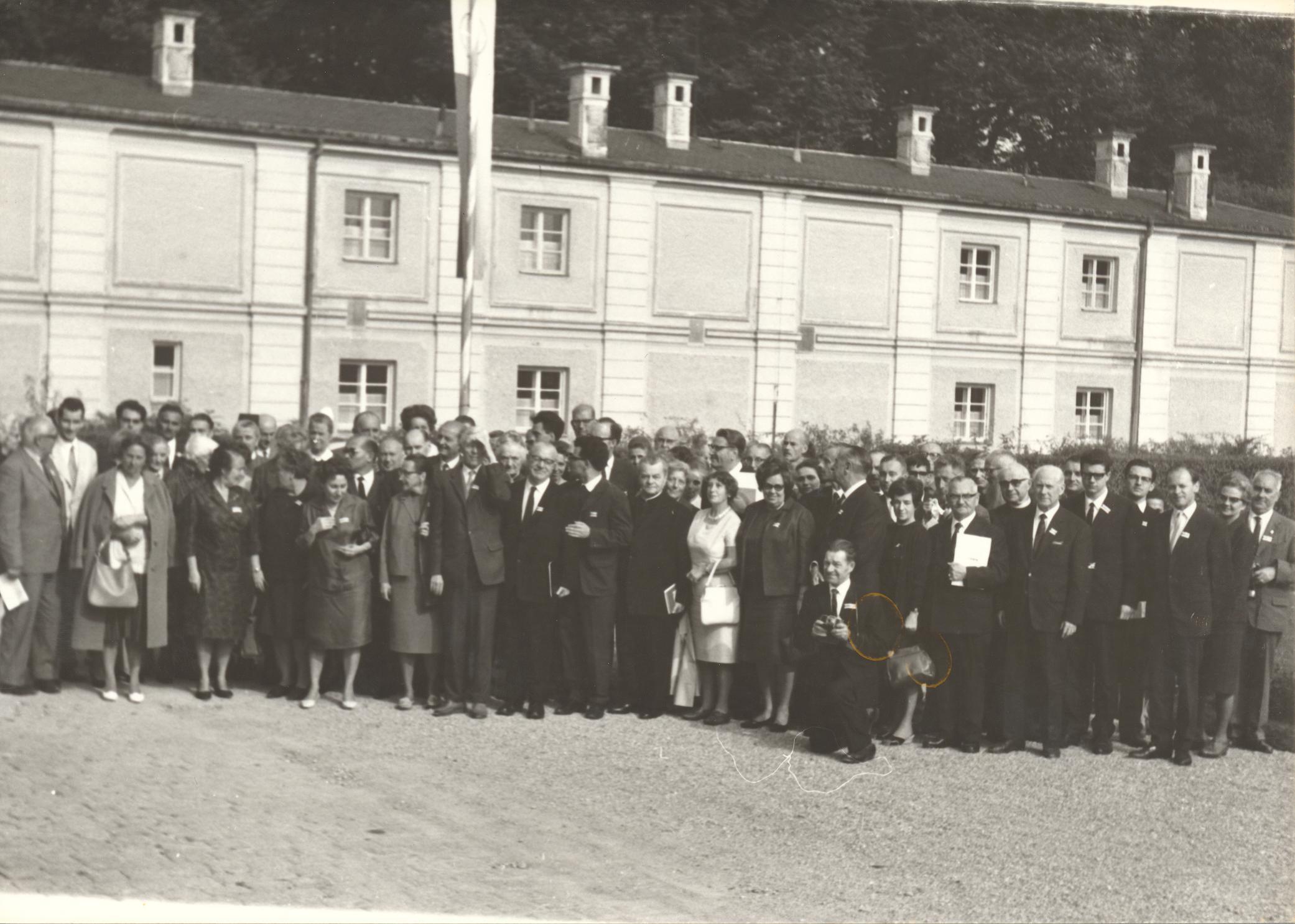 I. Internat. Imago Mundi-Kongress 1966 in Fürstenried bei München, Im Kraftfeld des christlichen Weltbildes, Gruppenfoto der Teilnehmer des I. Imago Mundi-Kongresses 1966