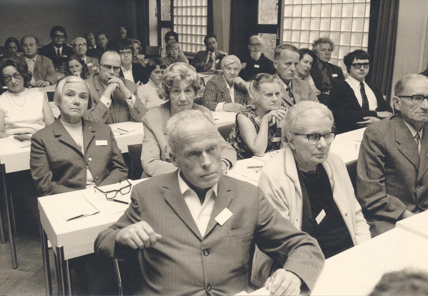 IV. Internat. Imago Mundi-Kongress 1972 Königstein im Taunus, Ausschnitt aus dem Zuhörerkreis. Mitte vorn: Gerda Walther