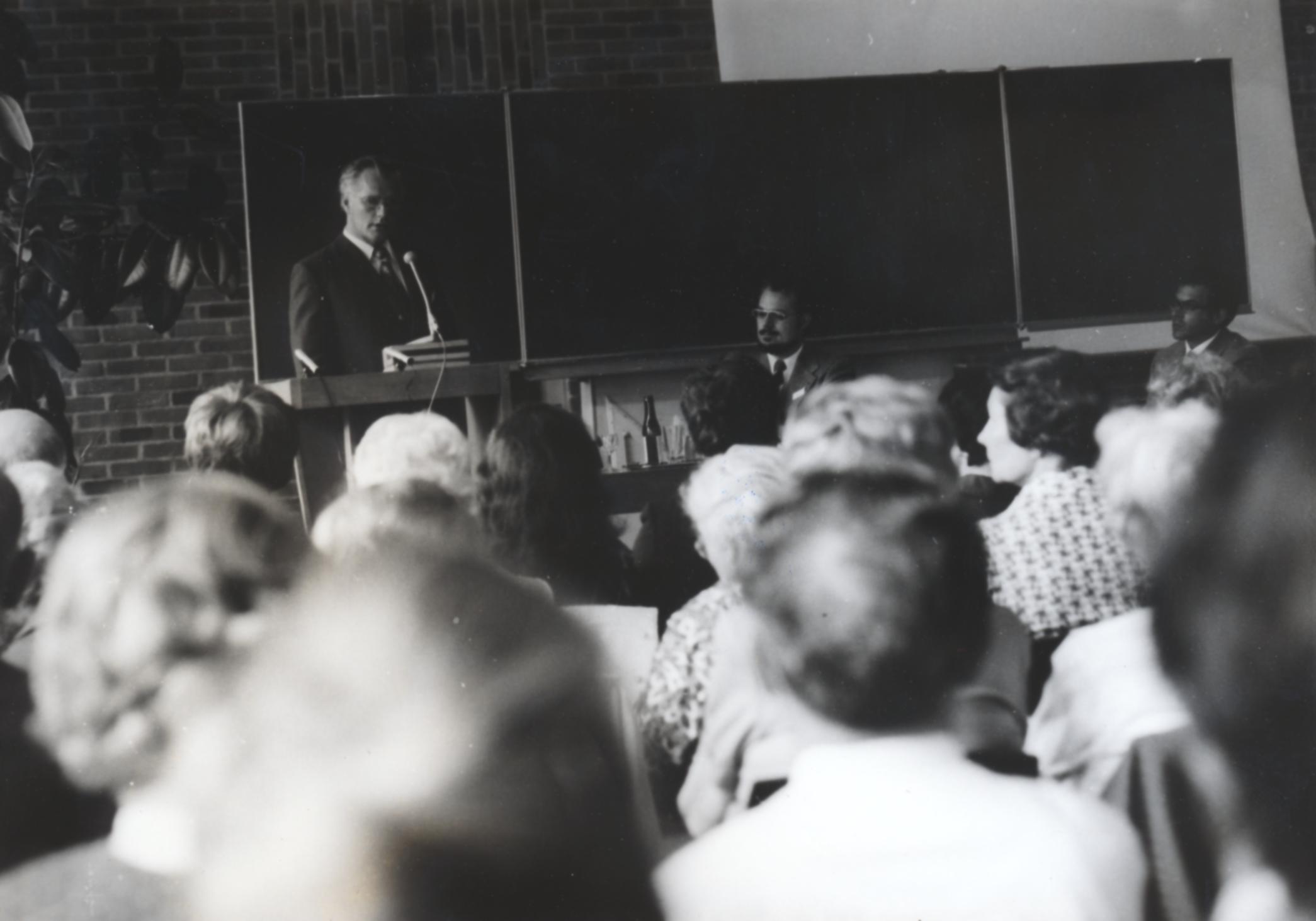 V. Internat. Imago Mundi-Kongress 1974, Cusanus Akademie, Brixen,links Dipl.Phys. Burkhard Heim, in der Mitte Illobrand von Ludwiger
