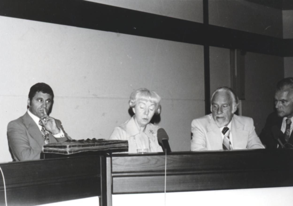 VI. Imago Mundi Kongress 1976, Haus St. Ulrich, Augsburg, von links Dr. Harald Richter, N.C. Louwerens, Dr. Hans Naegeli-Osjord