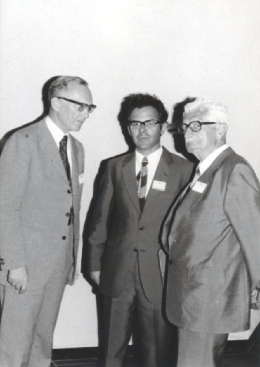 VI. Imago Mundi Kongress 1976, Haus St. Ulrich, Augsburg, von links Prof. Dr. Magnus Schmid, Vizepräsident von Imago Mundi, Prof. A. Resch, Prof. DDr. Hermann Oberth