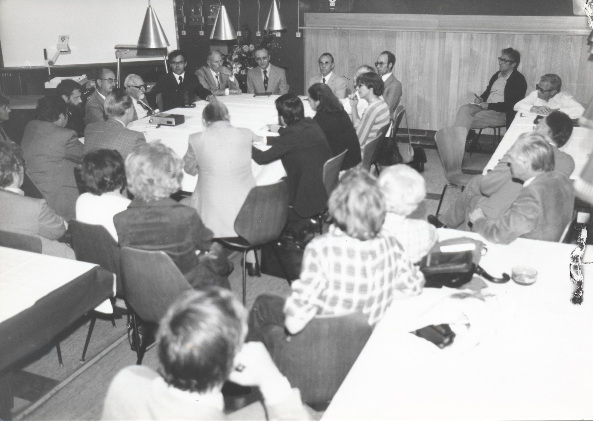 VII. Internationaler Imago Mundi-Kongress 1978, Innsbruck, Diskussionsrunde, von links Werner Bonin, Fidelio Köberle, Tenhaeff, A. Resch, H. Huber, J. Zapf, E. Nickel, G. Emde