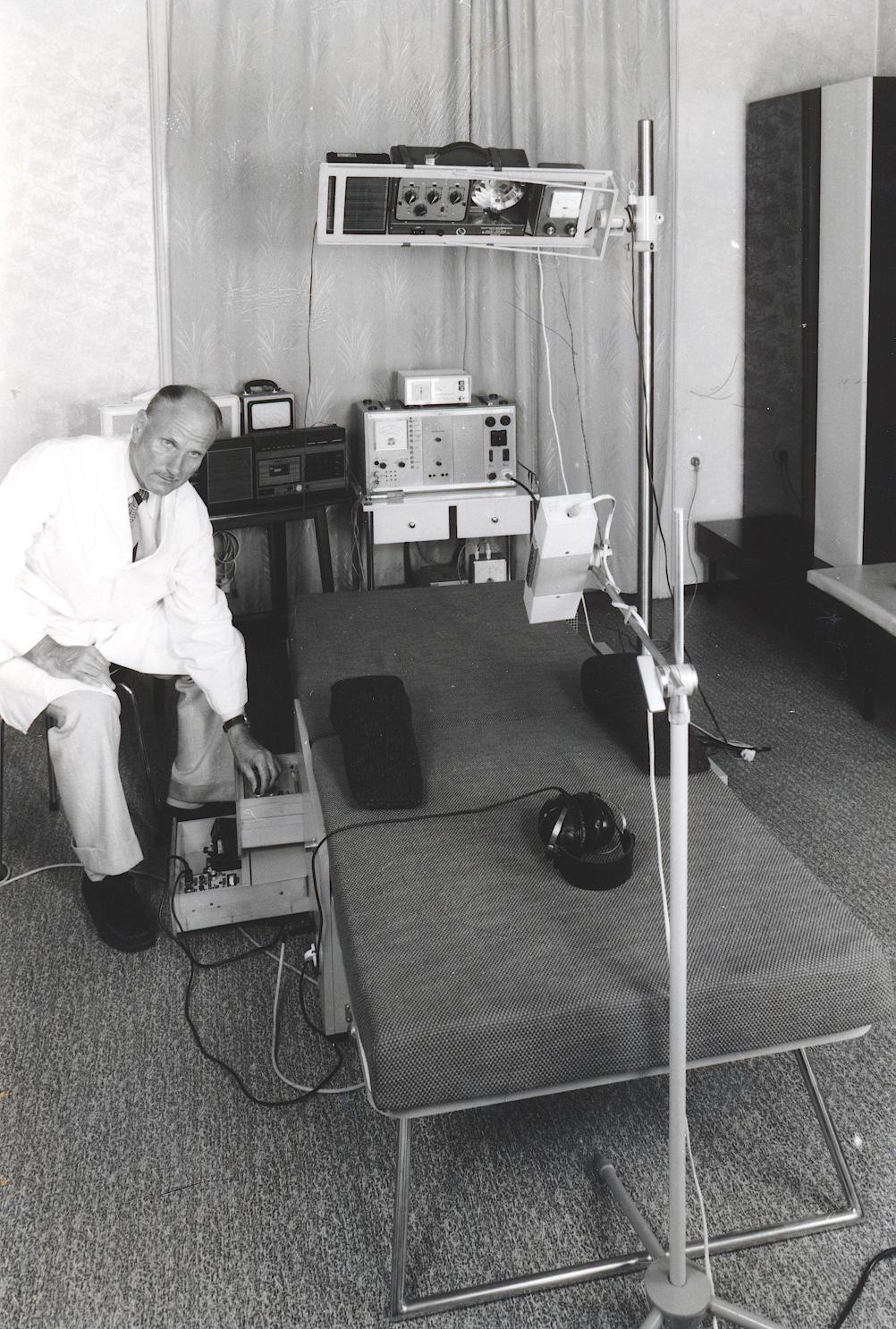 VII. Internationaler Imago Mundi-Kongress 1978, Innsbruck, Dr. Heinrich Huber mit Pneumotron
